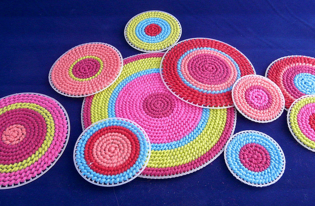 How To Make A Table Runner From Plastic Canvas Circles